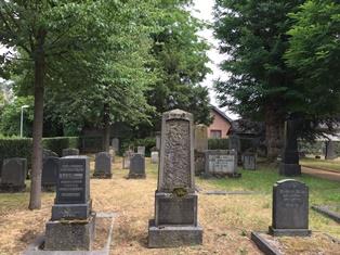 Jüdischer Friedhof mit Gräbern